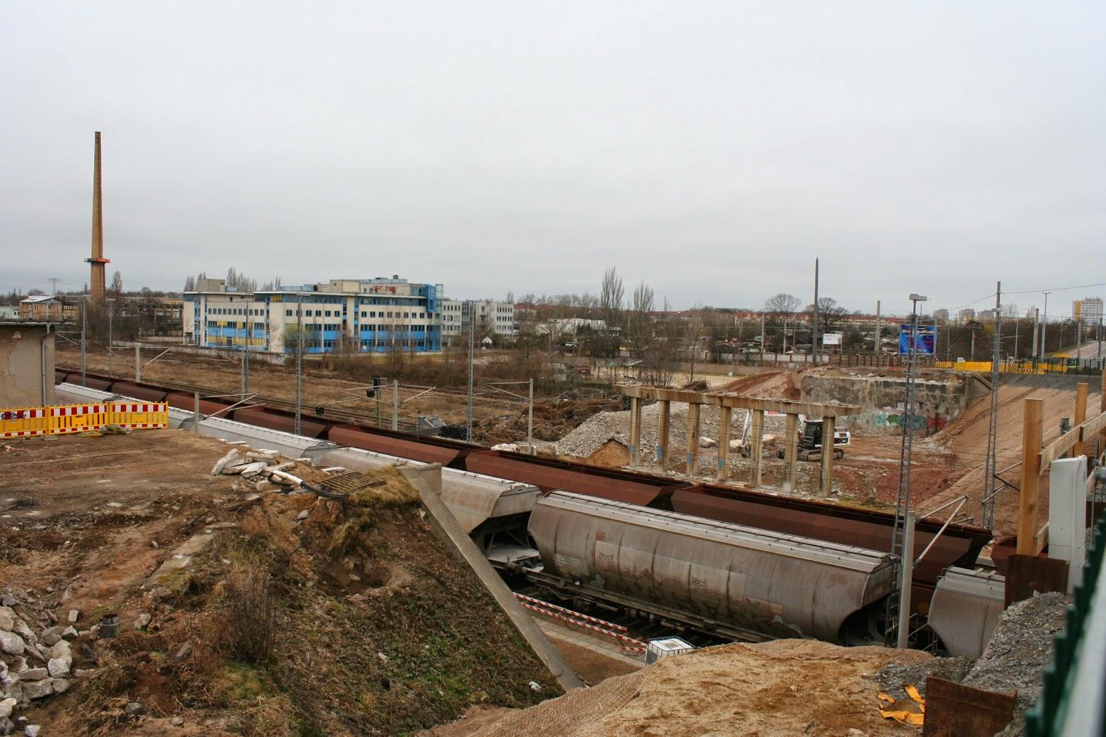 Die letzten Teile der Brücke am Sonntag, den 22 März 2015