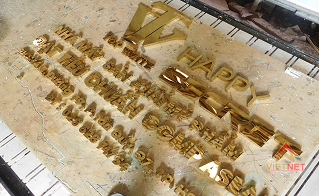 Logo và chữ inox vàng Mỹ Phẩm Top White