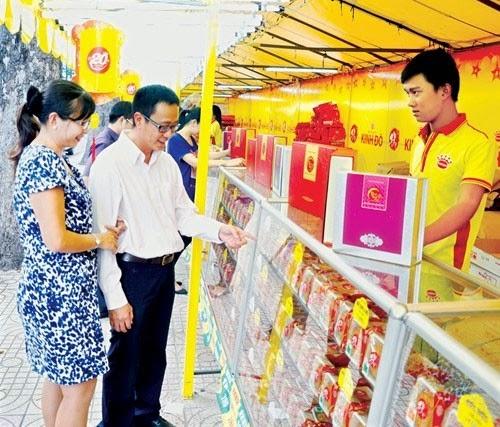 Chợ bánh Trung thu: Kinh Đô bao phủ thị trường