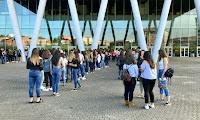 Exteriores de BEC! horas antes del inicio del concierto de Maluma