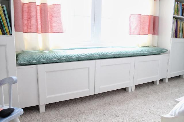 Se llama Estilo: Banco bajo ventana con muebles Besta de Ikea