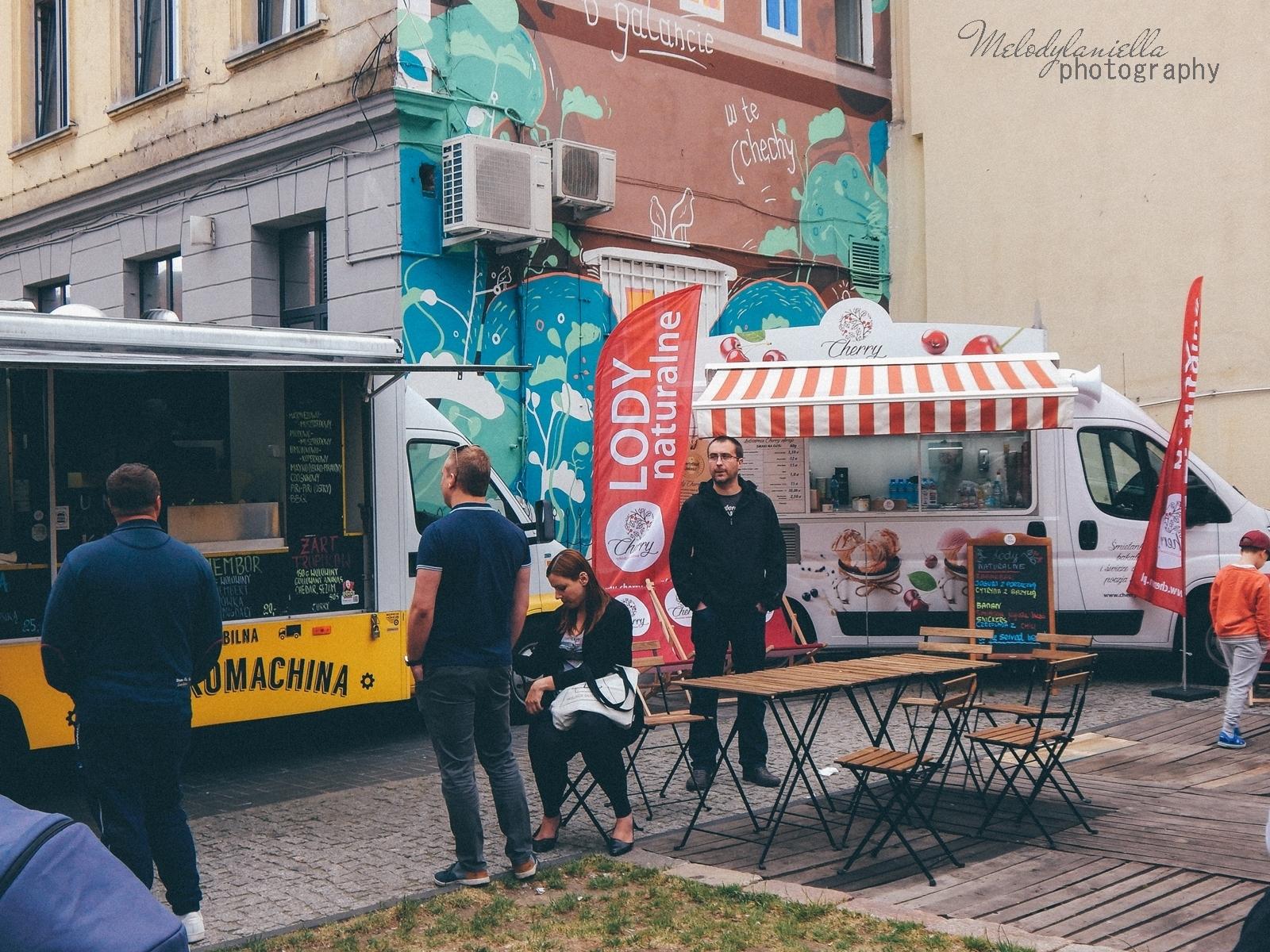2   XV Łódź Street Food Festival. Uliczna uczta przy Piotrkowskiej 217 before food market lato co zjeść food truck festival łódź bangkok lody tajskie chińskie pierożki na parze baklava tacos kiełbasiarnia kofola