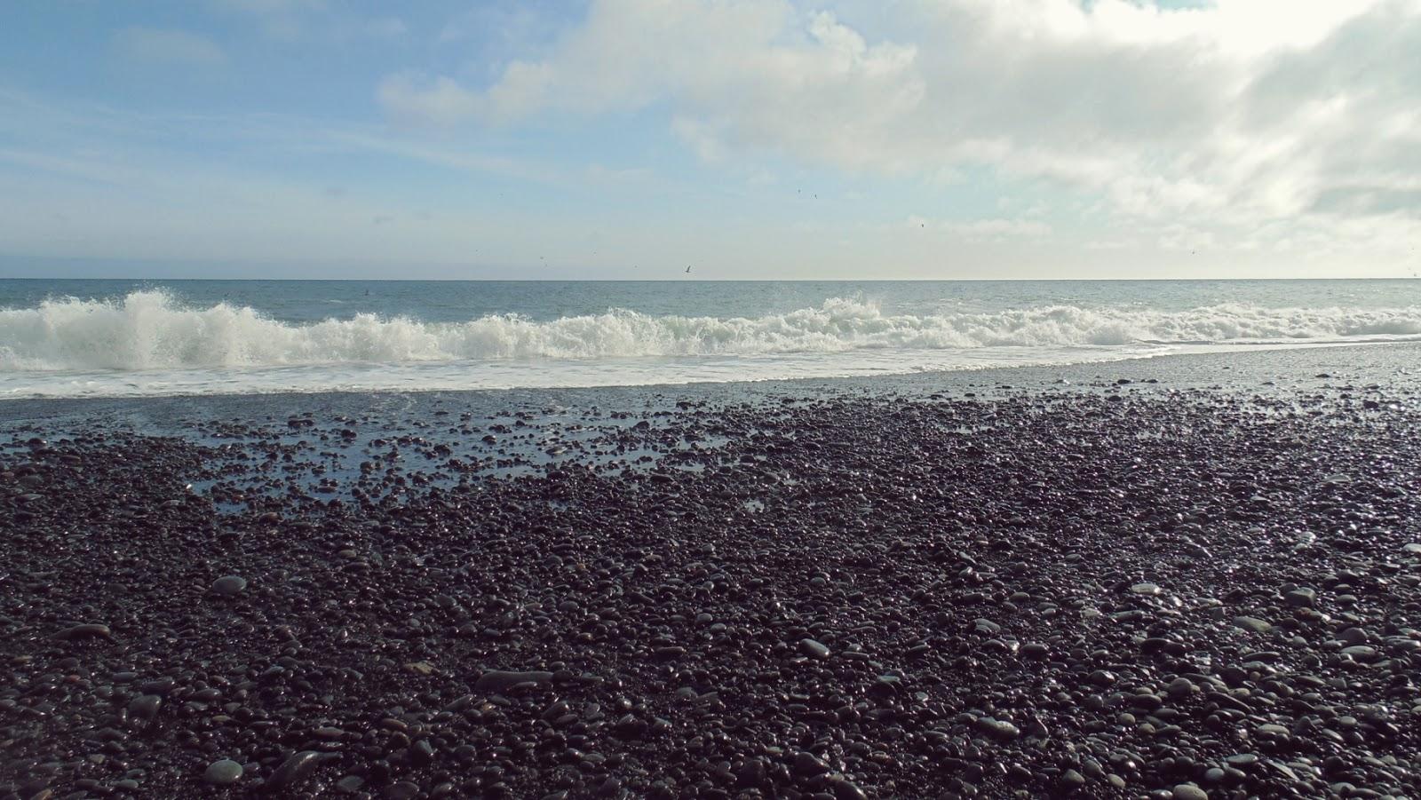 Reynisfjara, czarna plaża, islandzka plaża, Islandia