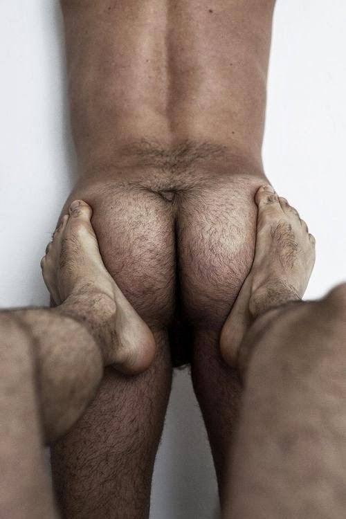 Criticising mature men feet topic