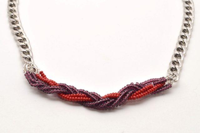 c59424a6e132 El concepto detrás de este proyecto de collares trenzados es sencillo