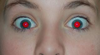 Occhi rossi foto