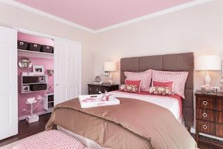 habitación en rosa y marrón