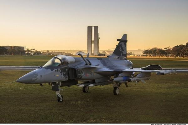 Brasil prevé un aumento de 3.455 millones de dólares en el presupuesto de Defensa. Gripen_e