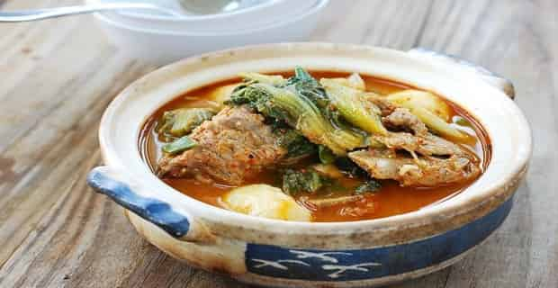 How To Make Asian Food - Gamjatang Korean Pork Bone Soup