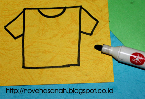 untuk langkah ke empat, tambahkan lagi lengan t-shirt di bagian sisi lainnya. mudah sekali bukan?