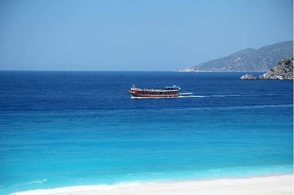 Ini Alasannya Kenapa Air Laut Warnanya Biru Dan Rasanya