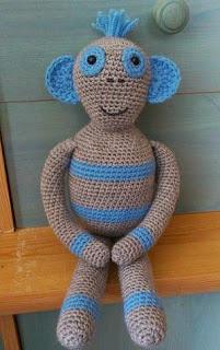 http://oceatin-crochet.wix.com/crochet#!drole-de-bonhomme/c16rv