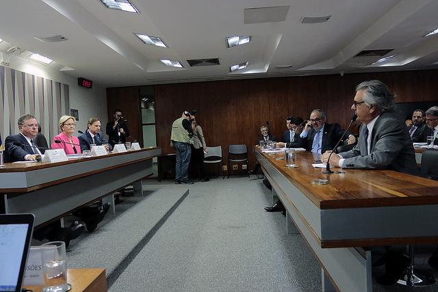 Caiado defende aprovação imediata de projeto que permite delegado conceder medida protetiva a mulheres vítimas de violência