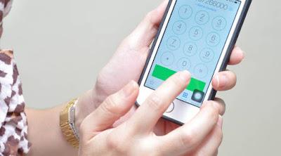 كيف تحصل على رقم هاتف الفتاة أو المرأة التى تحبها  امرأة فتاة بنت تستعمل هاتف محمول اللمس woman girl use touch phone  mobile