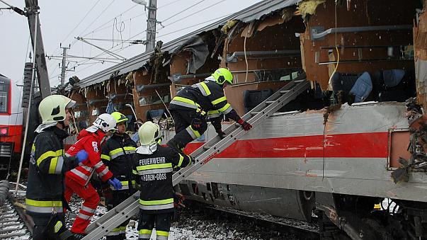 Δυστύχημα με σύγκρουση επιβατικών τρένων στην Αυστρία