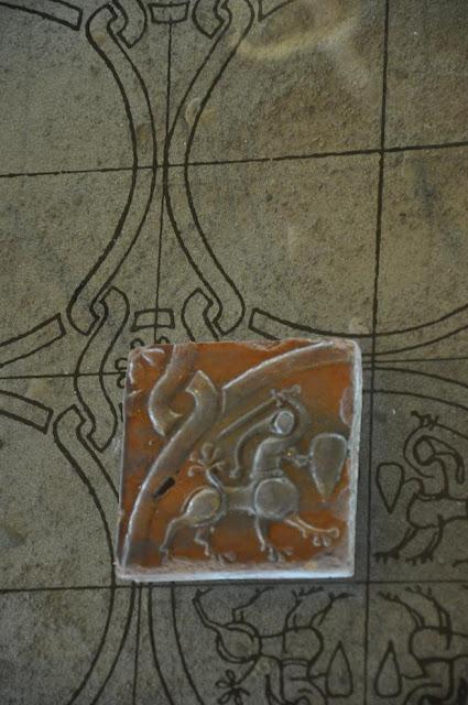 Opactwo benedyktyńskie w Tyńcu - lapidarium - późnoromańska płytka podłogowa