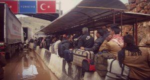 معبر باب الهوى: قبلة اللاجئين السوريين انتظارًا للدخول والاحتفال مع ذويهم بعيد الأضحى
