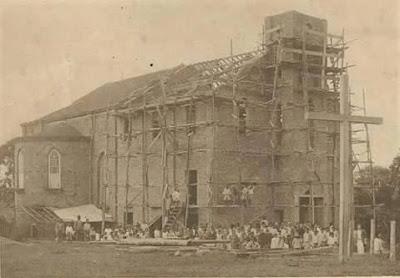Igreja Matriz em construção, em 1933.