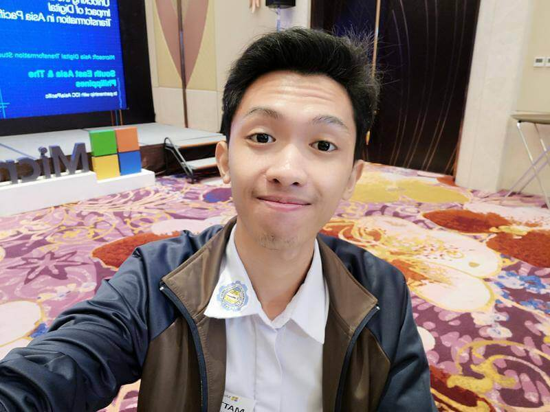 Huawei Mate 10 - Front Camera Sample - Selfie with Beautification