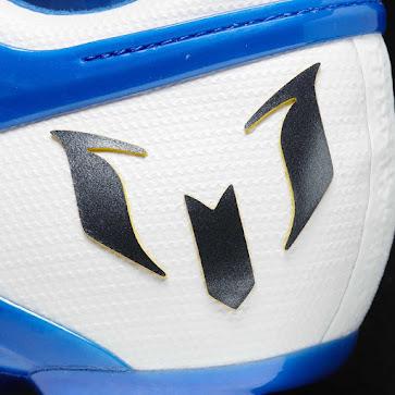 Leo rediseña sus botas Messi15 con referencias a su Argentina natal ... e9bd4a5c93e49