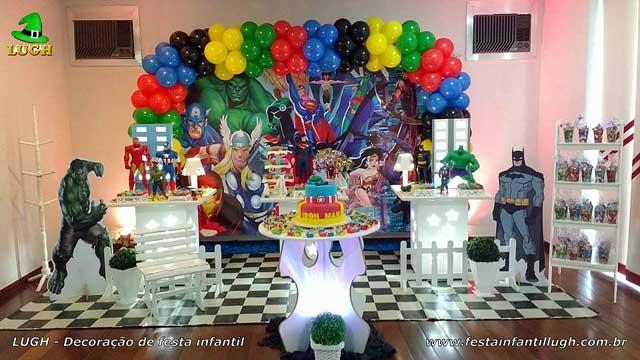 Decoração mesa de aniversário infantil dos Super Heróis Marvel - Mesa decorada provençal simples - Barra - RJ