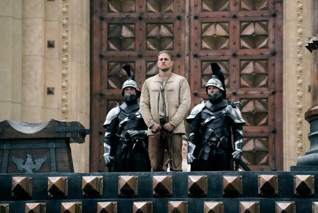 Charlie Hunnam (Arthur) dans Le Roi Arthur : la légende d'Excalibur