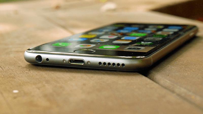 ponsel apple pertama dengan chipset a9 dan ios 9
