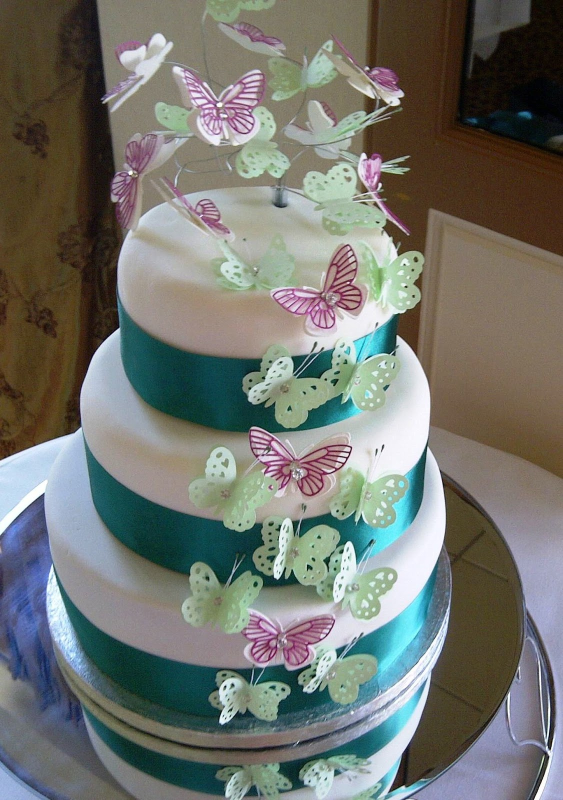 How To Stack A Wedding Cake Without Dowels