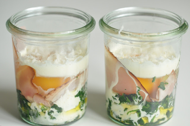 kokette eier im glas oder florentinisches ei en cocotte ziiikocht. Black Bedroom Furniture Sets. Home Design Ideas