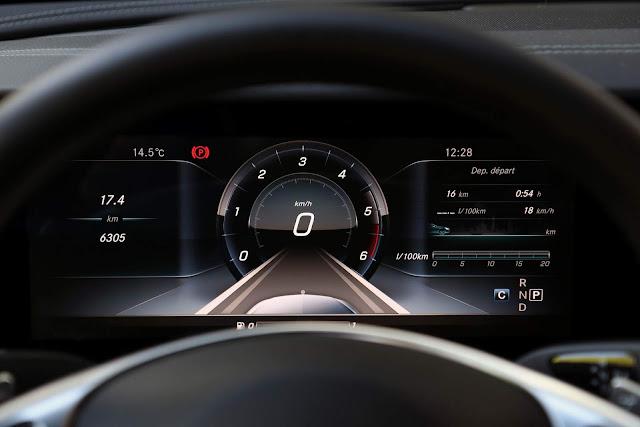 Mercedes-Benz Classe E 2018 - interior - cluster de instrumentos