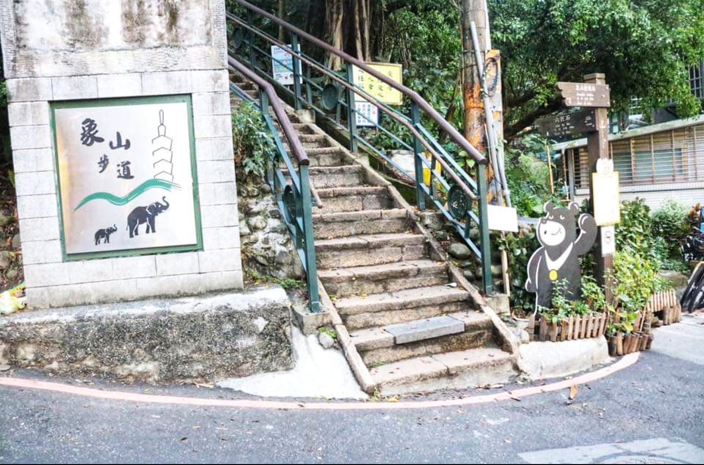 5 Reasons Why You Should Trek Up Elephant Mountain In Taipei