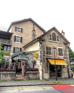 Le Café du commerce donnant sur la place du Petit-Saconnex