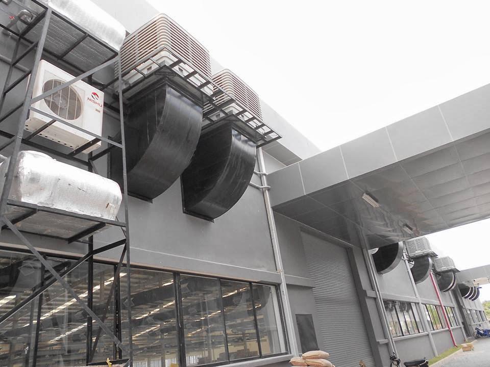 Máy làm mát lắp đặt bên ngoài nhà xưởng