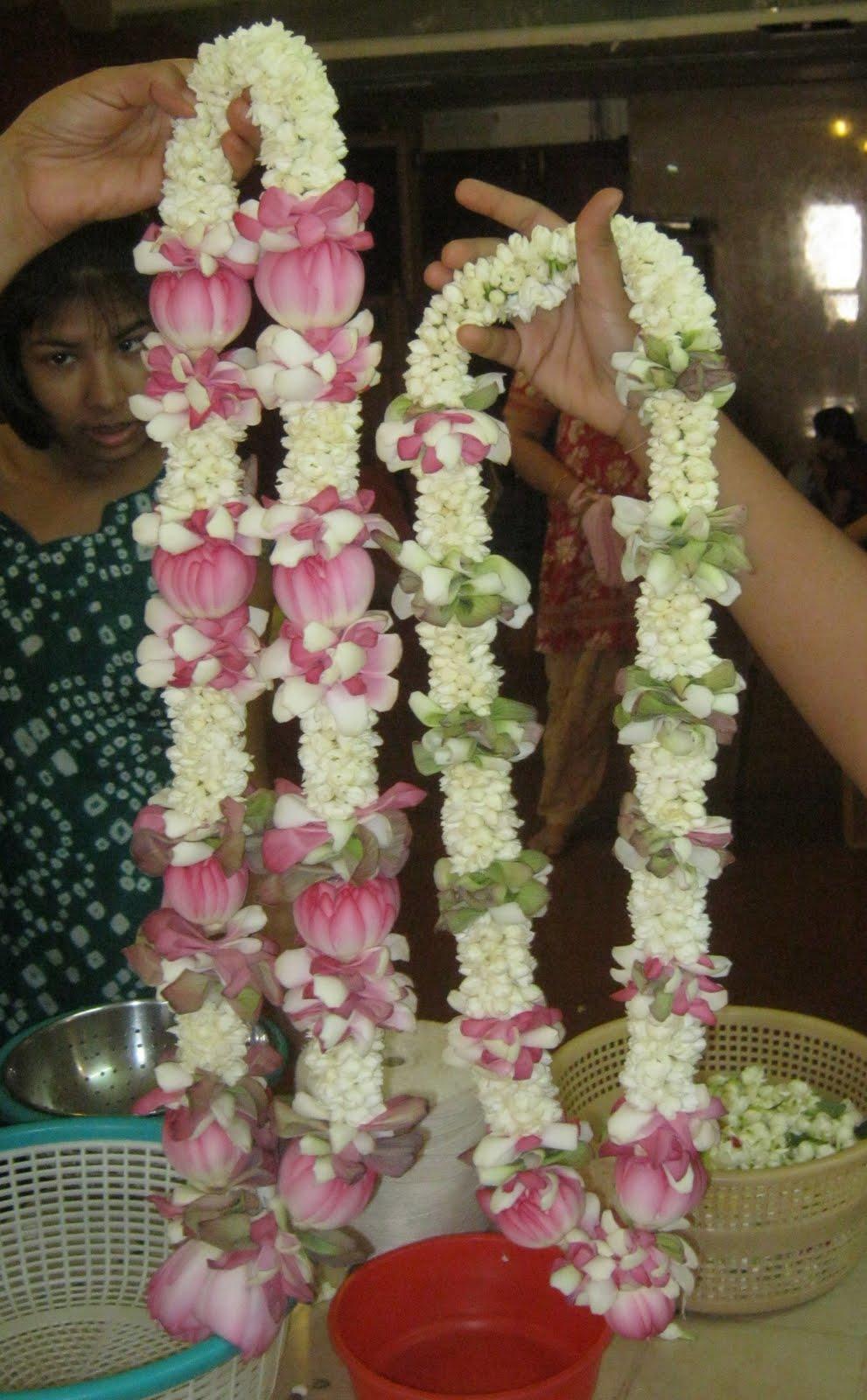 Vaisnavi Sanga Inspiring Vaisnavis The Chowpatty Garland Makers