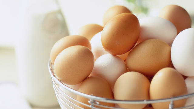 Brown Eggs Vs. White Eggs Nutrition