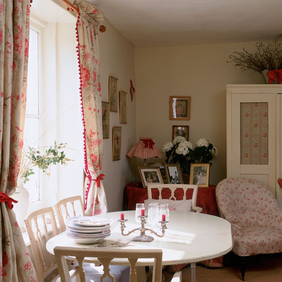 Eclectic Cottage Living Room: New Home Interior Design: Take A Look At This Eccentric