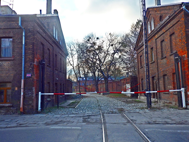 Pofabrykanckie domy wielorodzinne w Łodzi nazywa się famułami.