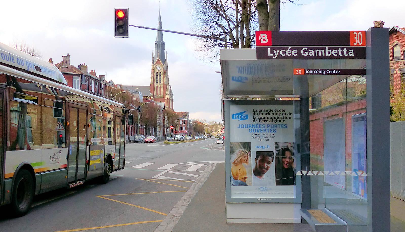"""Autobus Tourcoing - Arrêt de bus """"Gambetta"""", ligne 30"""