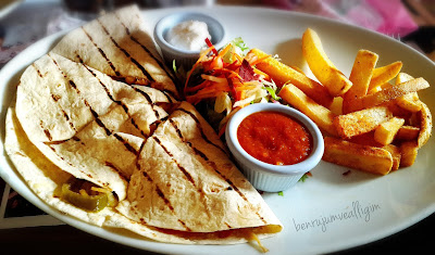 agapia-cafe-chicken-chicken-quesadilla