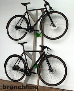 Arredamenti moderni come sistemare la bicicletta in casa for Come sistemare la casa