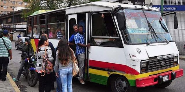 Venezolanos esperan horas para poder trasladarse a ciudades dormitorio