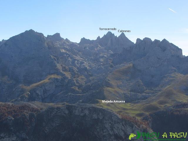 Vista del Torrecerredo y Cabrones desde el Cuetón