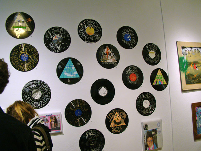 How to recycle recycled vinyl record crafts for Vinyl record decoration ideas