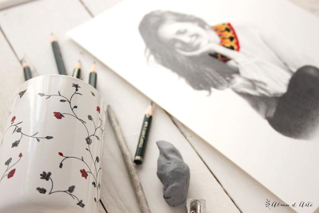 Ilustración a lápiz bordada sobre papel