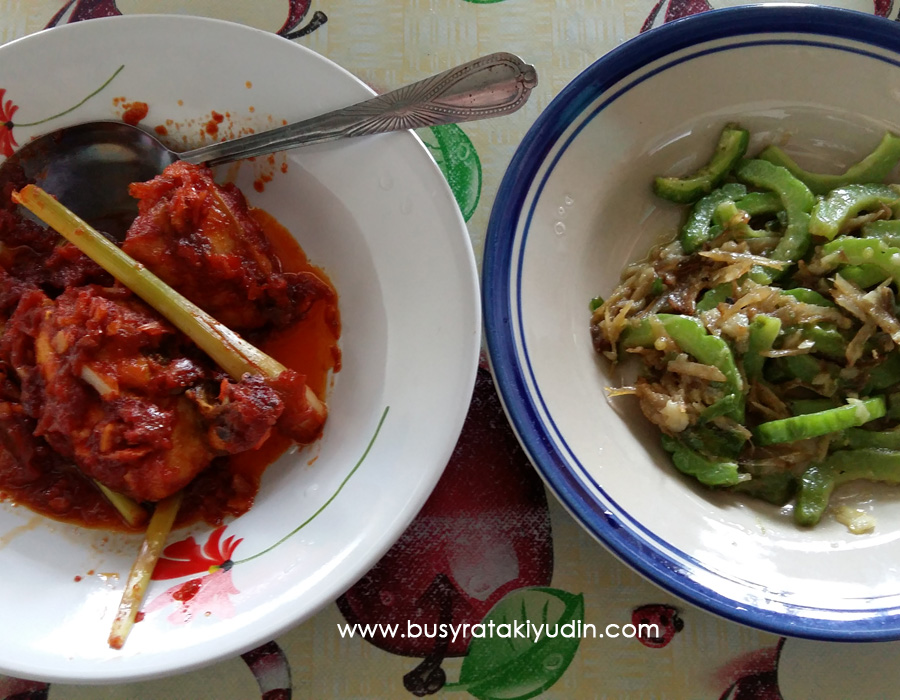 #FoodWritingChallenge - Day 3: Resepi Ayam Masak Serai dan Peria Goreng