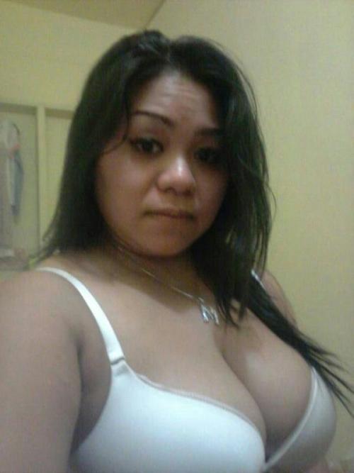 foto bugil tante stw semok toket gede selfie sambil bugil dikamar mandi,tante girang sange pengen ngentot