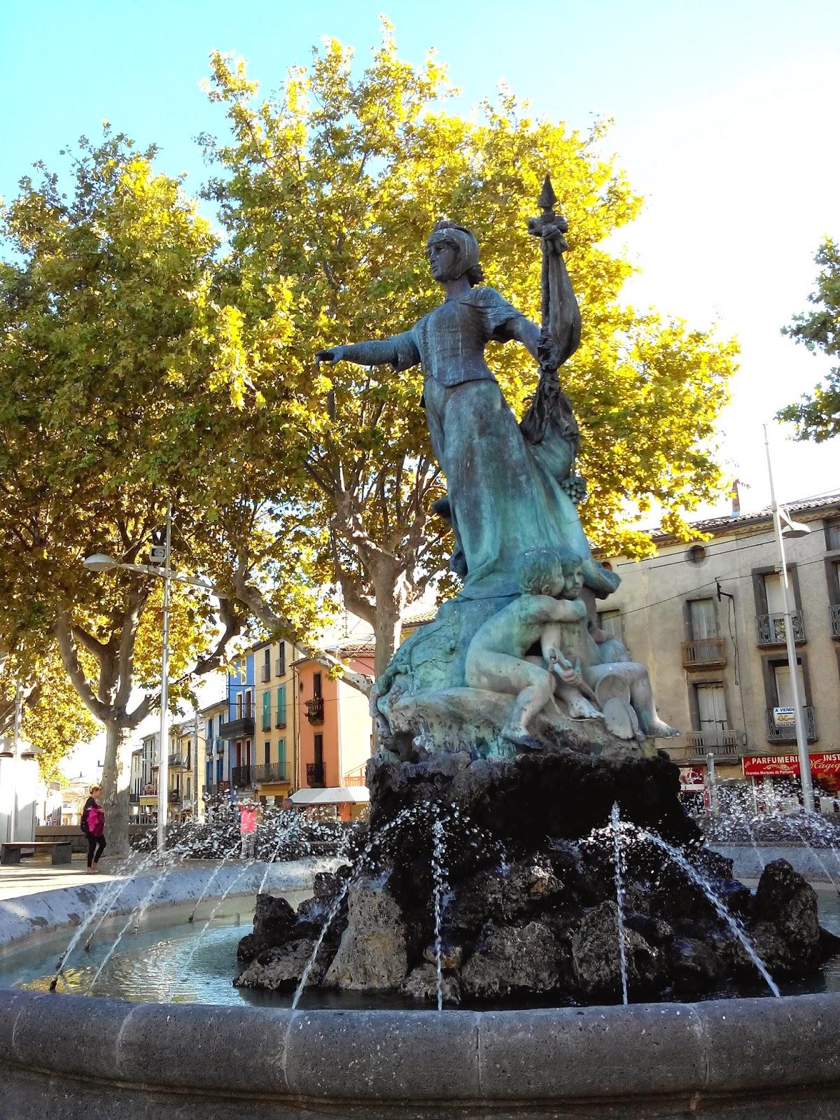 la belle agathoise, fontaine, statue, Agde, bullelodie