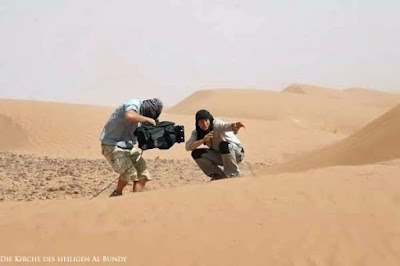 Bear Grylls in Wüste überleben