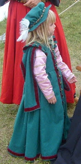 http://evashistoricalcostumes.blogspot.se/p/a-16th-century-outfit-for-four-year-old.html
