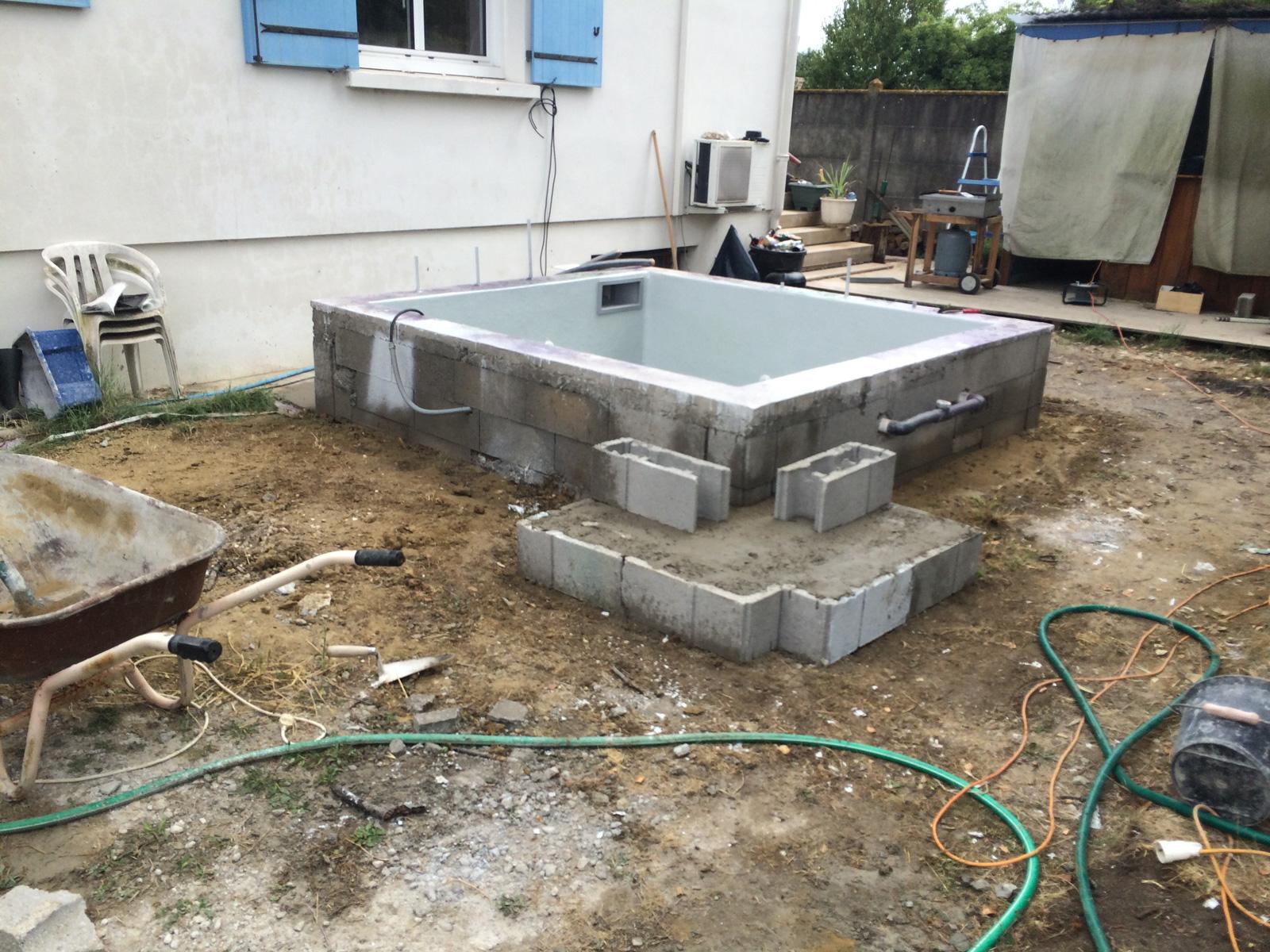 dalle pour le local technique et escalier ext rieur construction d 39 une petite piscine en b ton. Black Bedroom Furniture Sets. Home Design Ideas